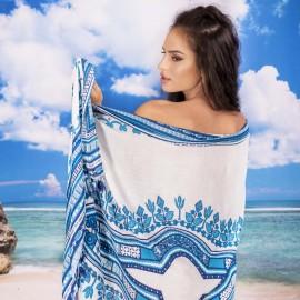 Плажен шал в Бяло и Сини Орнаменти