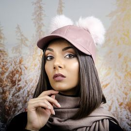 Розова Дамска Шапка с Козирка и Помпони