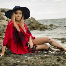 Плажна Туника в Червено и Черно на Цветя