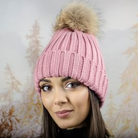 Дебела Дамска Плетена Шапка в Розово