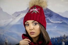 Бордо Дамска Зимна Шапка с Естествен Пух и Цвете