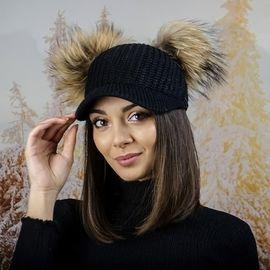 Плетена Дамска Шапка с Козирка и Два Помпон в Черно