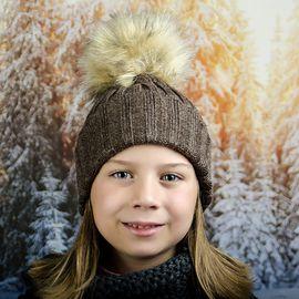 Кафява Зимна Плетена Шапка за Момичета