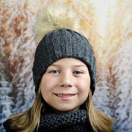 Тъмно Сива Зимна Плетена Шапка за Момичета