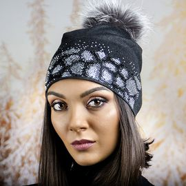 Зимна Дамска Шапка в Тъмно Сиво