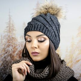 Тъмно Сива Дамска Зимна Шапка с Помпон Естествен Пух