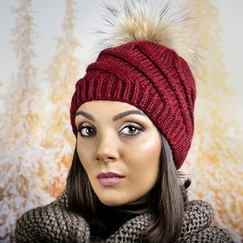 Дамска Зимна Шапка с Помпон Естествен Пух Бордо