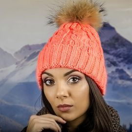 Дамска Зимна Шапка Плетена в Неоново Оранжево