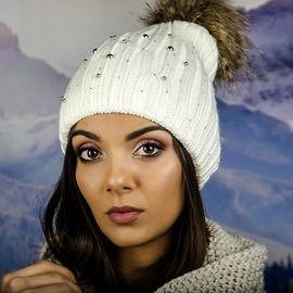 Дамска Зимна Плетена Шапка Еко Помпон в Бяло
