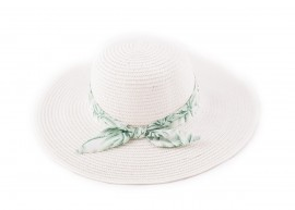 Бяла Капела с лента зелени палми