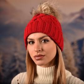 Дамска зимна плетена шапка Червена