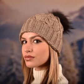 Дамска зимна плетена шапка Бежова